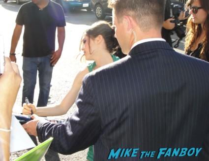 ellen page signing autographs at the  inception movie poster  at te  inception movie premiere with tom hardy leonardo dicaprio ellen page joseph gordon levitt rare promo red carpet promo
