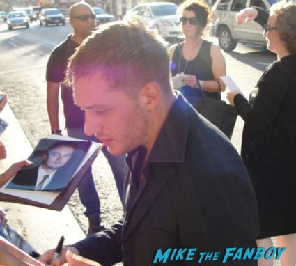 tom hardy signing autographs at the  inception movie poster  at te  inception movie premiere with tom hardy leonardo dicaprio ellen page joseph gordon levitt rare promo red carpet promo