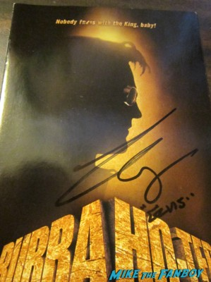 Bruce campbell signing autographs for fans dark delicacies rare Bruce Campbell signed autograph dvd cover bubba ho-tep elvis rare taking care of business hot