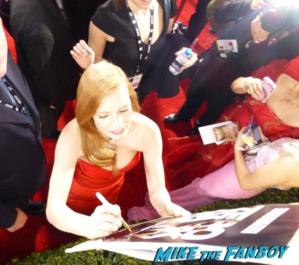 jessica chastain signing autographs for fans at the sag awards red carpet 19th annual sag awards signed autograph zero dark thirty