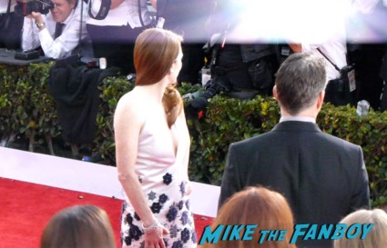 Julienne moore on the red carpet at the 19th annual sag awards rare hot sexy promo jessica chastain signing autographs for fans at the sag awards red carpet 19th annual sag awards signed autograph zero dark thirty