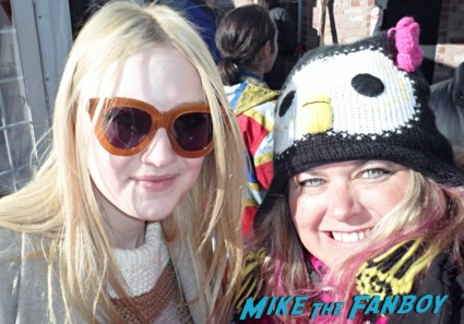 Dakota Fanning fan photo signing autographs for fans rare runaways star hot sexy rare