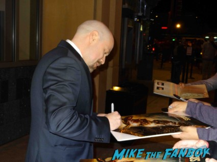 Steven S Deknight signing autogaphs at the Spartacus: War of the Damned television premiere starz cast rare red carpet liam mcintyre lucy lawless