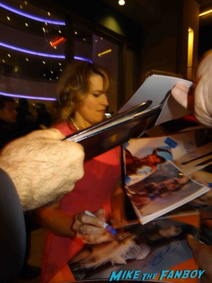 Lucy Lawless Sexy signing autogaphs at the Spartacus: War of the Damned television premiere starz cast rare red carpet liam mcintyre lucy lawless