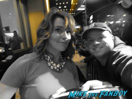 Lucy Lawless fan photo Sexy signing autogaphs at the Spartacus: War of the Damned television premiere starz cast rare red carpet liam mcintyre lucy lawless