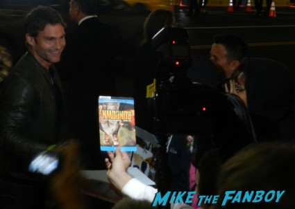 sexy seann william scott signing autographs for fans Movie 43 World movie premiere red carpet seann william scott  signing autographs rare promo newsradio