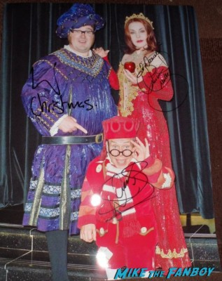 jarred christmas priscilla presley warwick davis jared christmas signing autographs for fans rare promo signed autograph rare priscilla presley signed photo autograph signature rare Priscilla Presley fan photo rare signing autographs for fans rare london signed photo rare promo meeting fans hot rare naked gun star