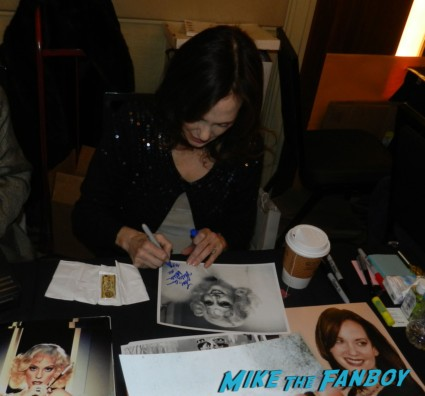 Lesley ann warren signing autographs for fans 2013 now rare promo clue the movie victor victoria promo