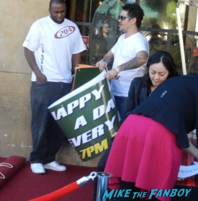 workers taking down drink signs at the pig and whistle pub during helen mirren walk of fame star ceremony signed autograph rare promo hollywood signing autograph walk of fame star ceremony 001
