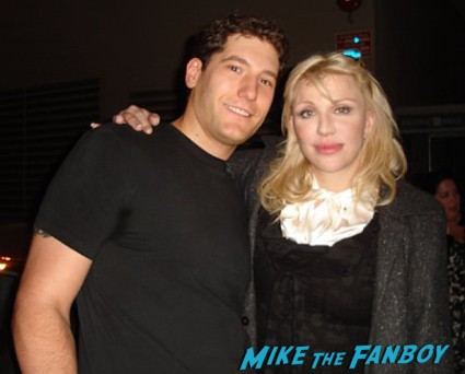 courtney love from hole fan photo with mike the fanboy signing autographs for fans hot sexy singer rare promo