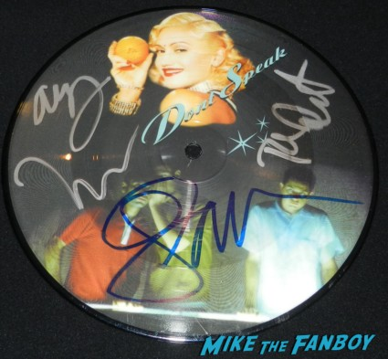 "no doubt don't speak signed autograph 7"" picture disc rare promo gwen stefani adrian young tony kanal tom dumont no doubt signing autographs at jimmy kimmel live 033"