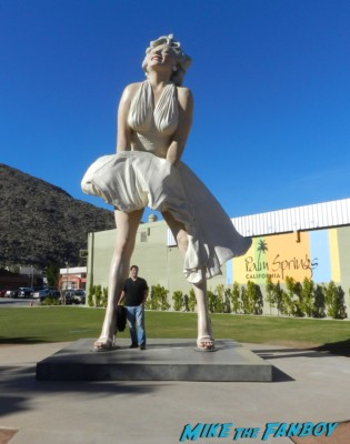 mike the fanboy posing with the giant statue of marilyn monroe at the palm springs film festival 2013 signing autographs diane lane 016