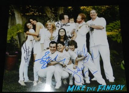 Modern family signed autograph season 1 cast photo hot family tree ed o'neil julie bowen rico rodriguez nolan gould ariel winter