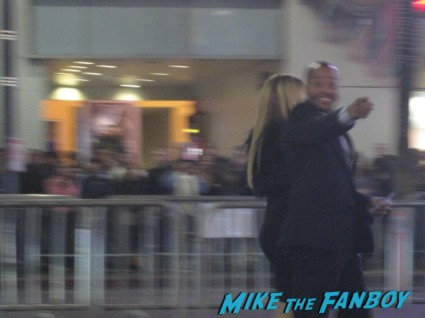 donald faison autographs for fans Oz the great and powerful movie premiere red carpet with james franco mila kunis michelle williams