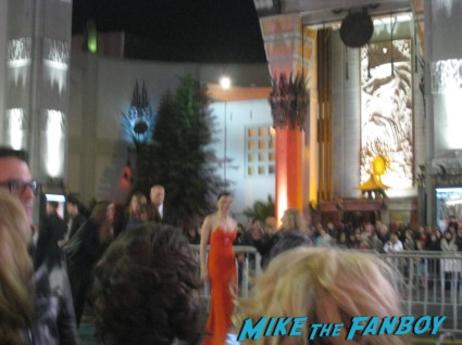 rachel weisz autographs for fans Oz the great and powerful movie premiere red carpet with james franco mila kunis michelle williams