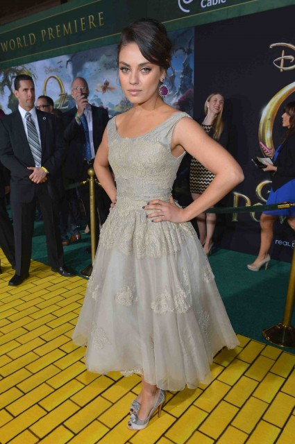 """Premiere Of """"Oz The Great And Powerful""""  mila kunis red carpet promo hot sexy star"""