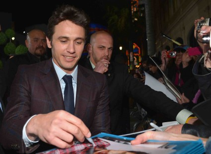 "james franco signing autographs at the Premiere Of ""Oz The Great And Powerful"" james franco zach braff mila kunis michelle williams red carpet promo hot sexy star"