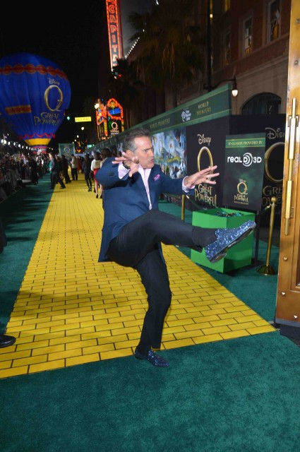 "bruce campbell signing autographs at the Premiere Of ""Oz The Great And Powerful"" james franco zach braff mila kunis michelle williams red carpet promo hot sexy star"