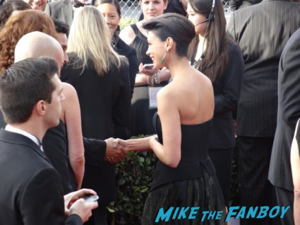 sexy morena baccarin on the 19th annual sag awards red carpet with hugh jackman ben affleck jennifer garner rare promo hot