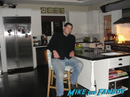 jules cobb kitchen courteney cox's window from Cougar Town cougar town set visit Mike The Fanboy jules cobb courteney cox living room rare promo hot original set photo rare