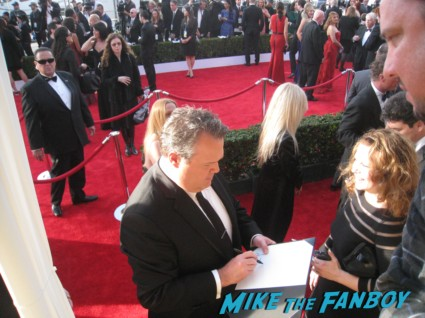 eric stonestreet from modern family  signing autographs at the sag awards on the red carpet at the sag awards red carpet rare anne hathaway waving to fans at the sag awards red carpet 19th annual rare sexy morena baccarin on the 19th annual sag awards red carpet with hugh jackman ben affleck jennifer garner rare promo hot