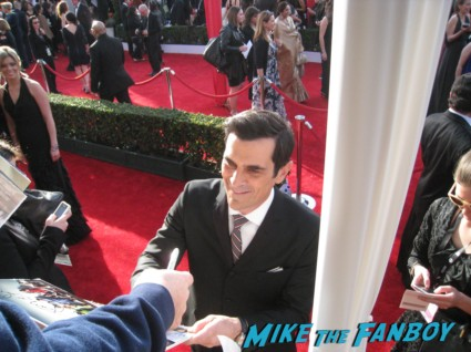ty burrell  from modern family  signing autographs at the sag awards on the red carpet at the sag awards red carpet rare anne hathaway waving to fans at the sag awards red carpet 19th annual rare sexy morena baccarin on the 19th annual sag awards red carpet with hugh jackman ben affleck jennifer garner rare promo hot