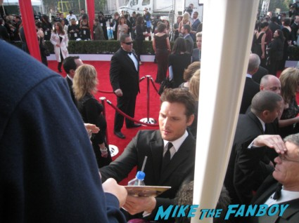 sexy peter facinelli  from modern family  signing autographs at the sag awards on the red carpet at the sag awards red carpet rare anne hathaway waving to fans at the sag awards red carpet 19th annual rare sexy morena baccarin on the 19th annual sag awards red carpet with hugh jackman ben affleck jennifer garner rare promo hot