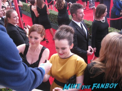 downton abbey stars signing autographs at the sag awards on the red carpet at the sag awards red carpet rare anne hathaway waving to fans at the sag awards red carpet 19th annual rare sexy morena baccarin on the 19th annual sag awards red carpet with hugh jackman ben affleck jennifer garner rare promo hot