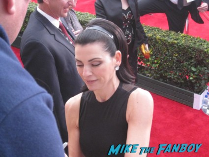 julianna Margolis signing autographs at the sag awards on the red carpet at the sag awards red carpet rare anne hathaway waving to fans at the sag awards red carpet 19th annual rare sexy morena baccarin on the 19th annual sag awards red carpet with hugh jackman ben affleck jennifer garner rare promo hot