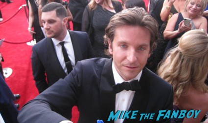 sexy bradley cooper signing autographs for fans  on the red carpet at the sag awards red carpet rare anne hathaway waving to fans at the sag awards red carpet 19th annual rare sexy morena baccarin on the 19th annual sag awards red carpet with hugh jackman ben affleck jennifer garner rare promo hot