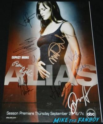 alias cast signed autograph movie poster promo hot jennifer garner rare victor garber michael vartan jj abrams and colin farrell signing autographs for fans 013