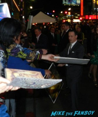 bruce campbell signing autographs at the OZ The Great And Powerful Movie Premiere red carpet hot air balloon rare james franco rare promo el capitan theater los angeles oz great and powerful movie premiere 002