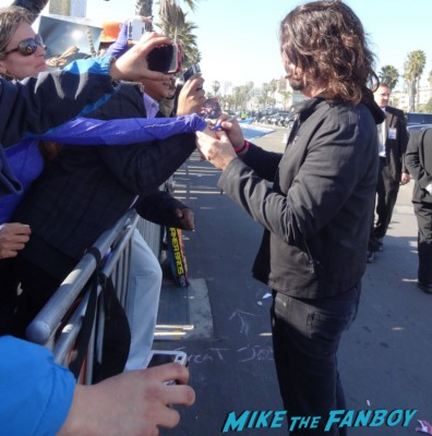 dave grohl signing autographs spirit awards 2013 daniel radcliffe salma hayek foo fighters