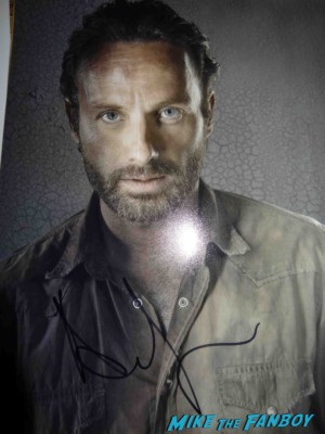 Andrew lincoln signed autograph walking dead promo photo Andrew lincoln signing autographs for fans rare the walking dead signed autograph photo rare love actually promo an evening with the walking dead
