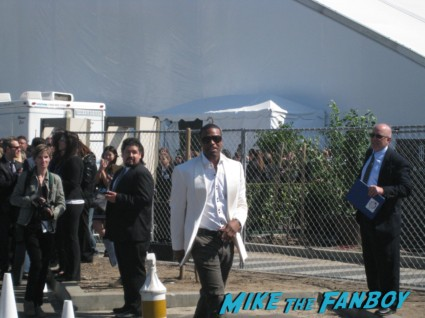 chris tucker hot signing autographs for fans at the spirit awards 2013 rare rushmore signed autograph rare promo