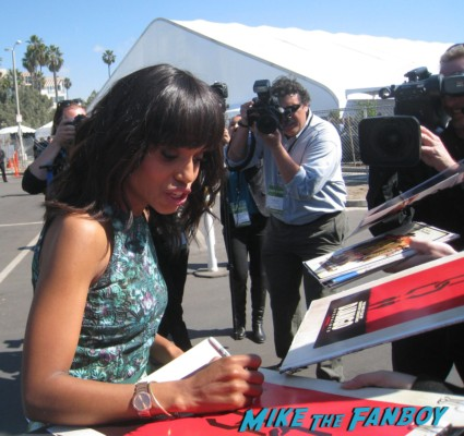 kerry washington hot signing autographs for fans at the spirit awards 2013 rare rushmore signed autograph rare promo