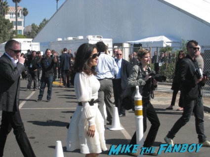 salma hayek signing autographs for fans at the spirit awards 2013 rare rushmore signed autograph rare promo