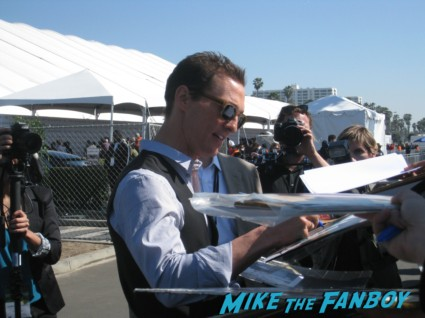 mathew McConaughey signing autographs for fans at the spirit awards 2013 rare rushmore signed autograph rare promo
