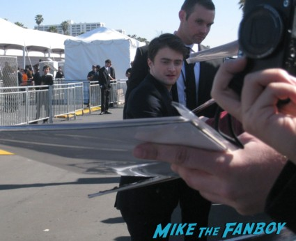 daniel radcliffe hot signing autographs for fans at the spirit awards 2013 rare rushmore signed autograph rare promo