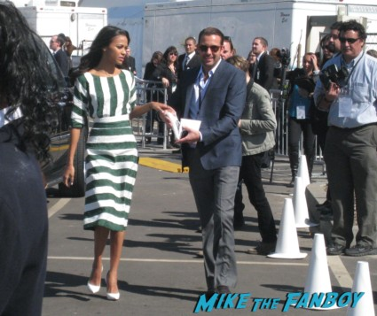 zoe saldana signing autographs for fans at the spirit awards 2013 rare rushmore signed autograph rare promo