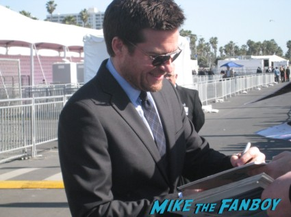 jason bateman signing autographs for fans at the spirit awards 2013 rare rushmore signed autograph rare promo