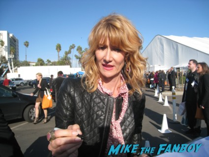 laura dern signing autographs for fans at the spirit awards 2013 rare rushmore signed autograph rare promo