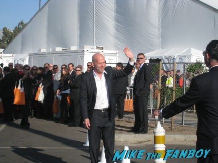 bruce willis signing autographs for fans at the spirit awards 2013 rare rushmore signed autograph rare promo