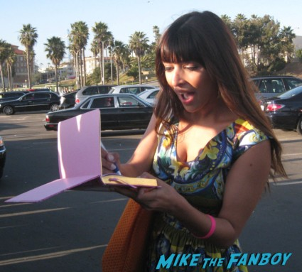hannah simone signing autographs for fans at the spirit awards 2013 rare rushmore signed autograph rare promo