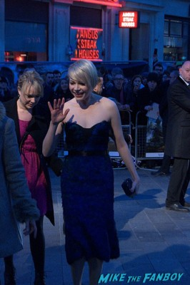 Michelle Williams signing autographs for fans at the oz the great and powerful london movie premiere