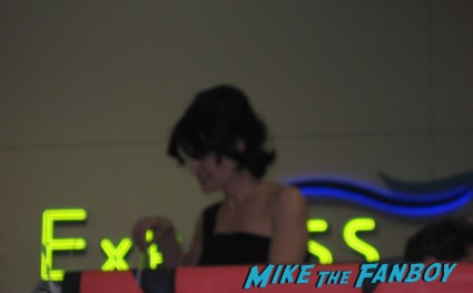 Carla Gugino signing autographs for fans at san diego comic con 2013 sdcc rare watchmen star hot