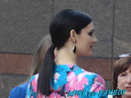 jessica pare refusing to signing autographs at the mad men season 6 premiere in hollywood