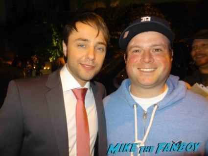 vincent kartheiser walking dead star fan photo mad men season 6 premiere after party signing autographs for fans