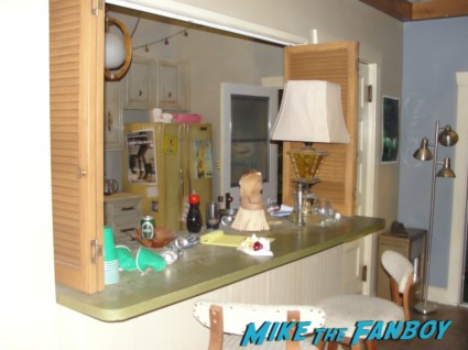 travis bachelor pad apartment  from cougar town set visit dan byrd rare hot courteney cox set apartment