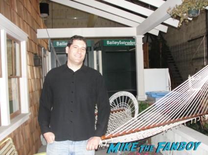 travis bachelor pad apartment  from cougar town set visit dan byrd rare hot courteney cox set apartment